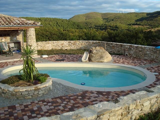 piscine coque en forme de haricot cornaline 7m alliance piscines toulon magasin et. Black Bedroom Furniture Sets. Home Design Ideas