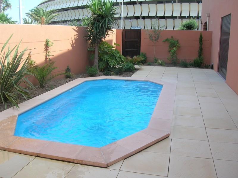 mini coque piscine pas cher with mini coque piscine pas cher latest mini piscine coque modele. Black Bedroom Furniture Sets. Home Design Ideas