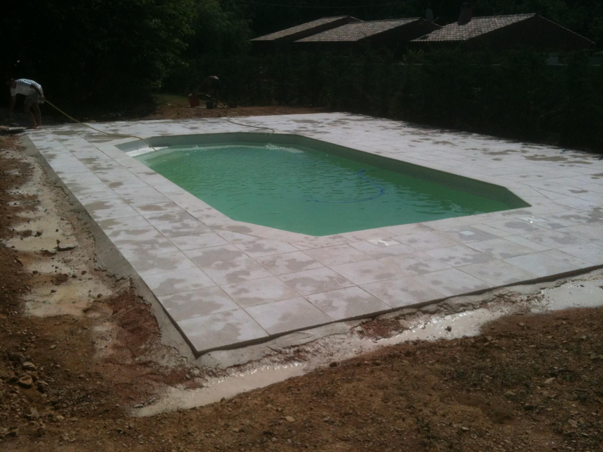 installation d 39 une coque alliance piscines par l 39 agence au fil de l 39 eau alliance toulon dans le. Black Bedroom Furniture Sets. Home Design Ideas