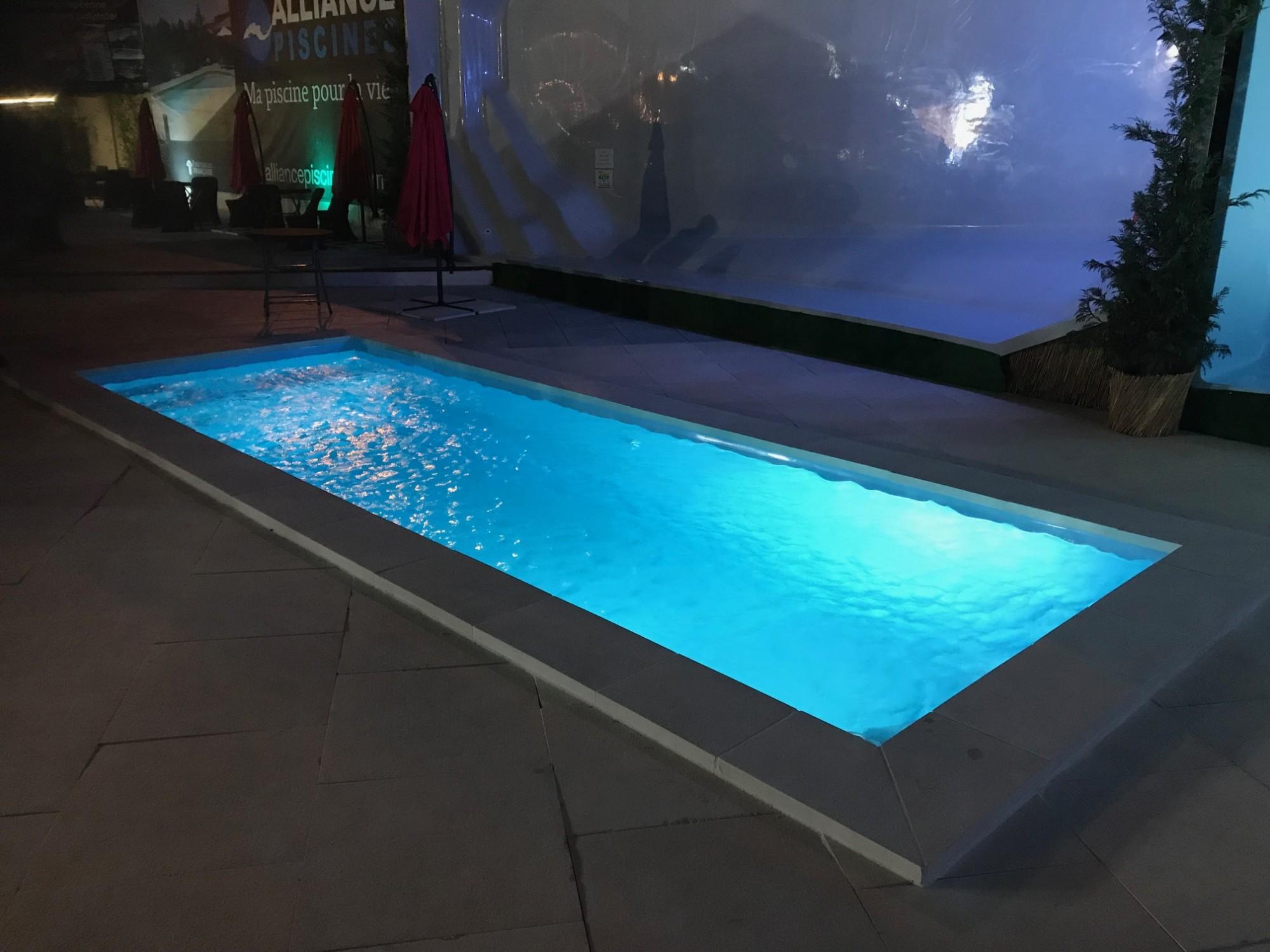 bassin de nage starlite xxl couloir de nage alliance piscines toulon magasin et installation. Black Bedroom Furniture Sets. Home Design Ideas