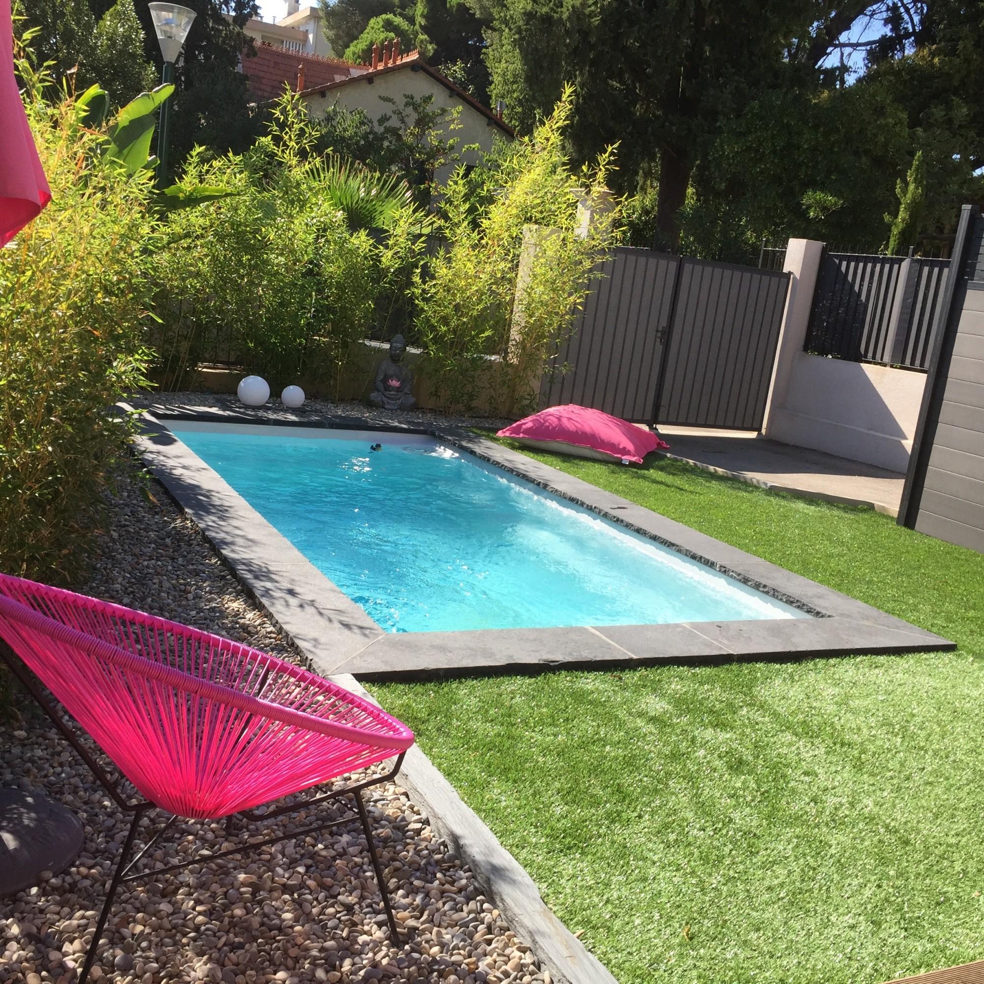 starlite piscine coque de moins de 10 m2 sur toulon. Black Bedroom Furniture Sets. Home Design Ideas