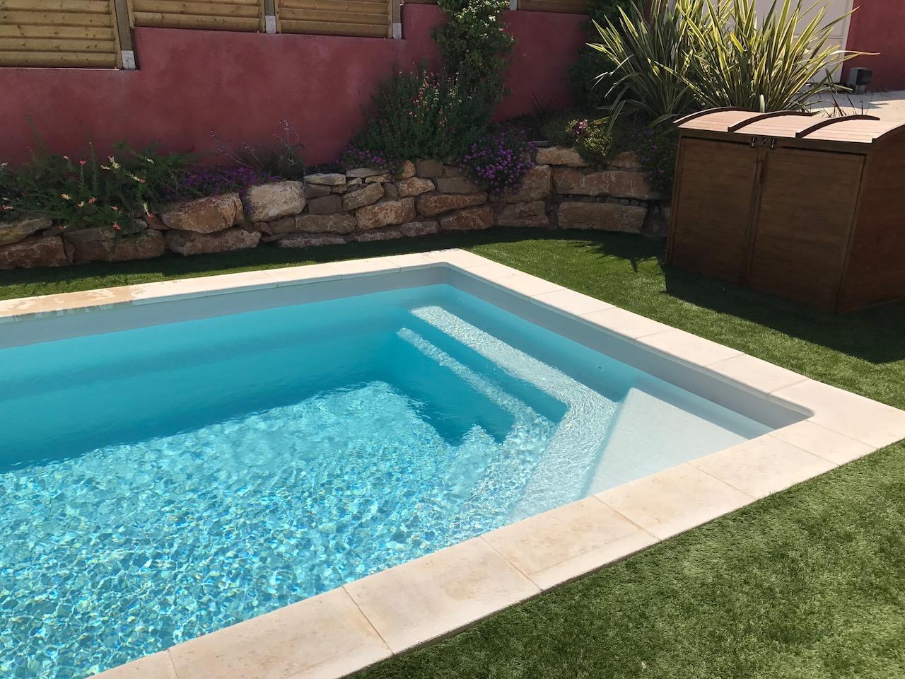 installation piscine celestine 7 et plage bois gazon sur. Black Bedroom Furniture Sets. Home Design Ideas