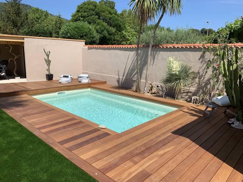r alisations de piscines coque polyester toulon et dans. Black Bedroom Furniture Sets. Home Design Ideas