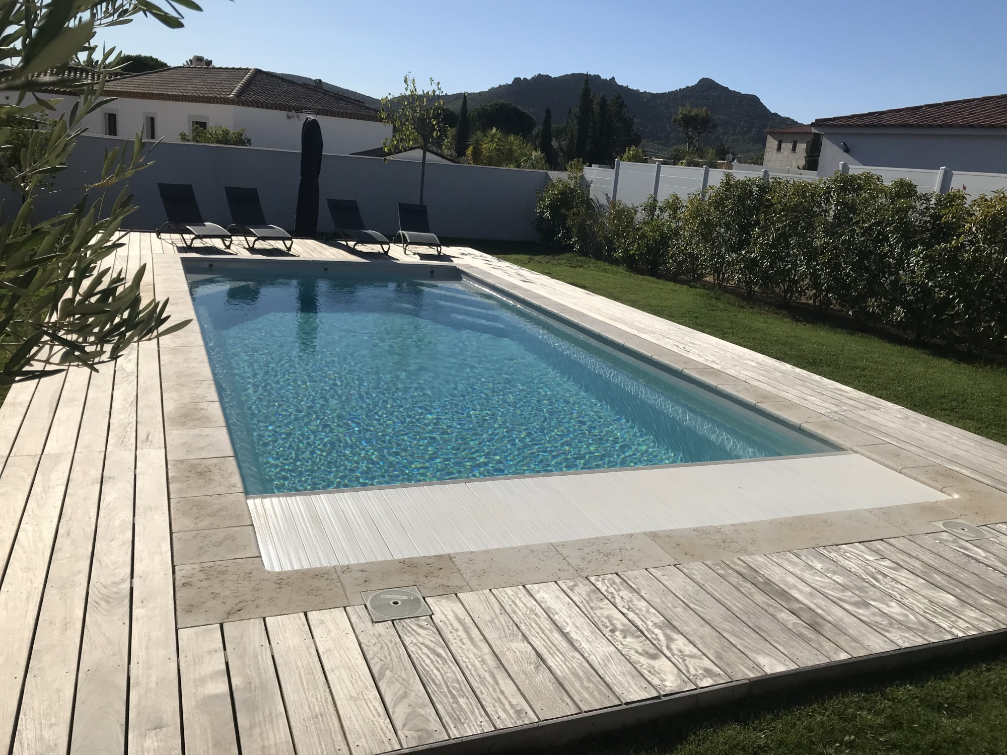 installation de piscines cuers alliance piscines toulon. Black Bedroom Furniture Sets. Home Design Ideas